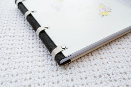 весільна фотокнига,біла вишукана деревяна обкладинка з візерунком #17