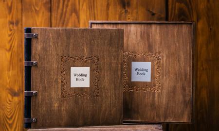 вишукана весільна фотокнига з деревяною обкладинкою та металевою шильдою з гравіюванням,шкіряний корінець та подарункова коробка #10
